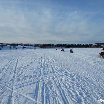 Per sneeuwscooter naar het Noorderlicht in Finland
