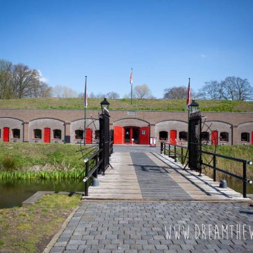Fietsen langs de Nieuwe Hollandse Waterlinie in Utrecht