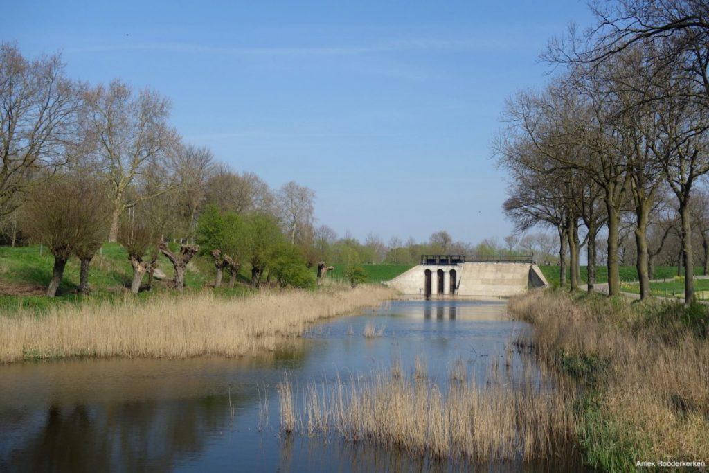 Fietsen langs de waterwerken van Jan Blanken
