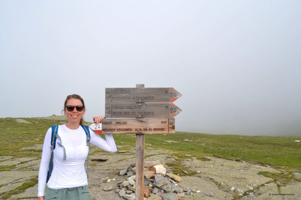 Aniek op weg naar de Passo Gelato in Zuid-Tirol